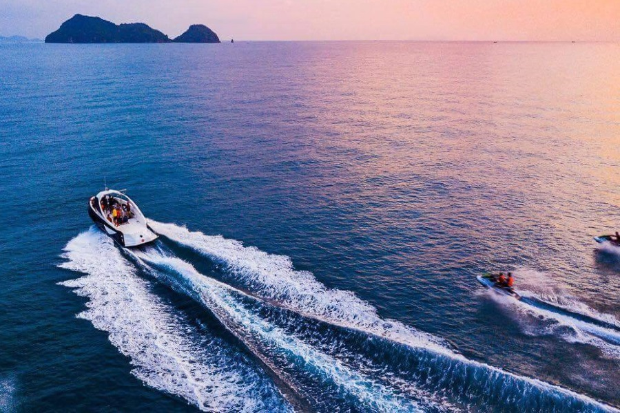 Sea Adventure by stylish Black Kiss speed boat with parasailing, Koh Samui, Thailand