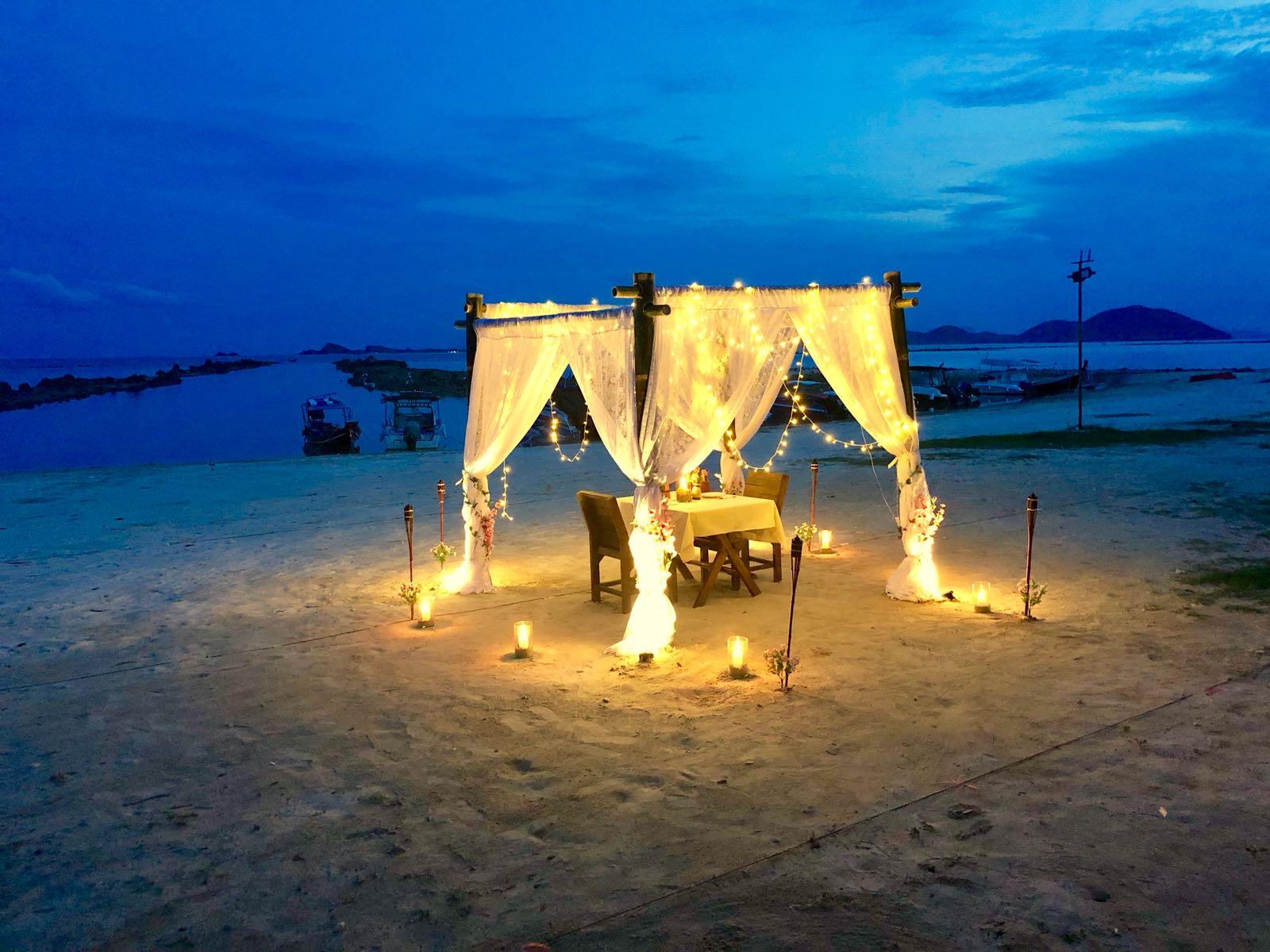 Romantic speedboat cruise with dinner on the beach, Koh Samui, Thailand