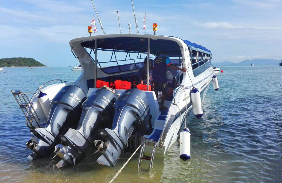Three engine speedboat